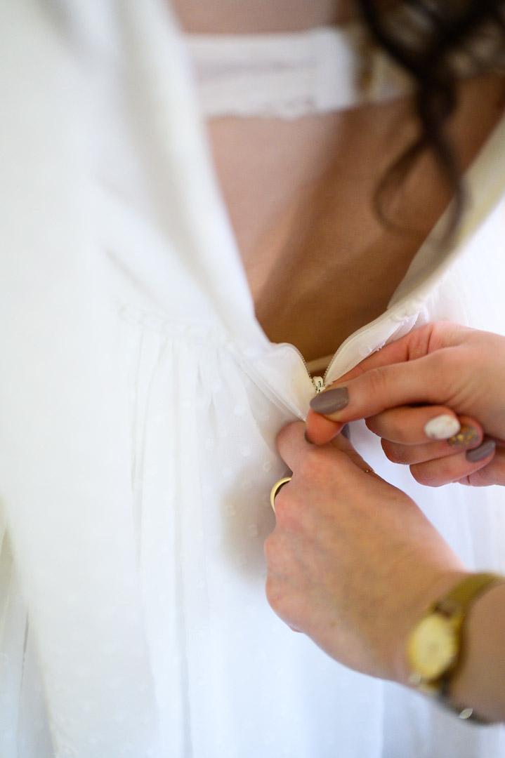 zapinanie-sukienki
